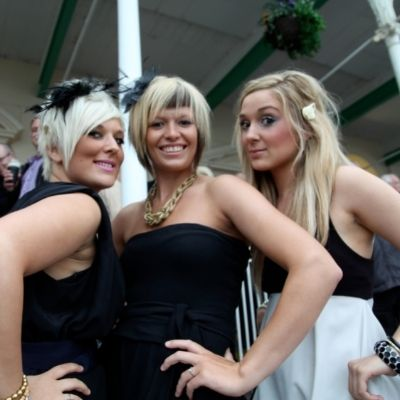 What to Wear to Newcastle Racecourse, What to Wear to Newcastle
