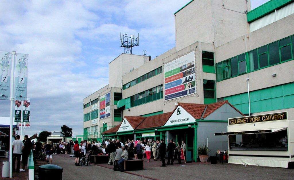 What to Wear to Brighton Racecourse, What to Wear to Brighton
